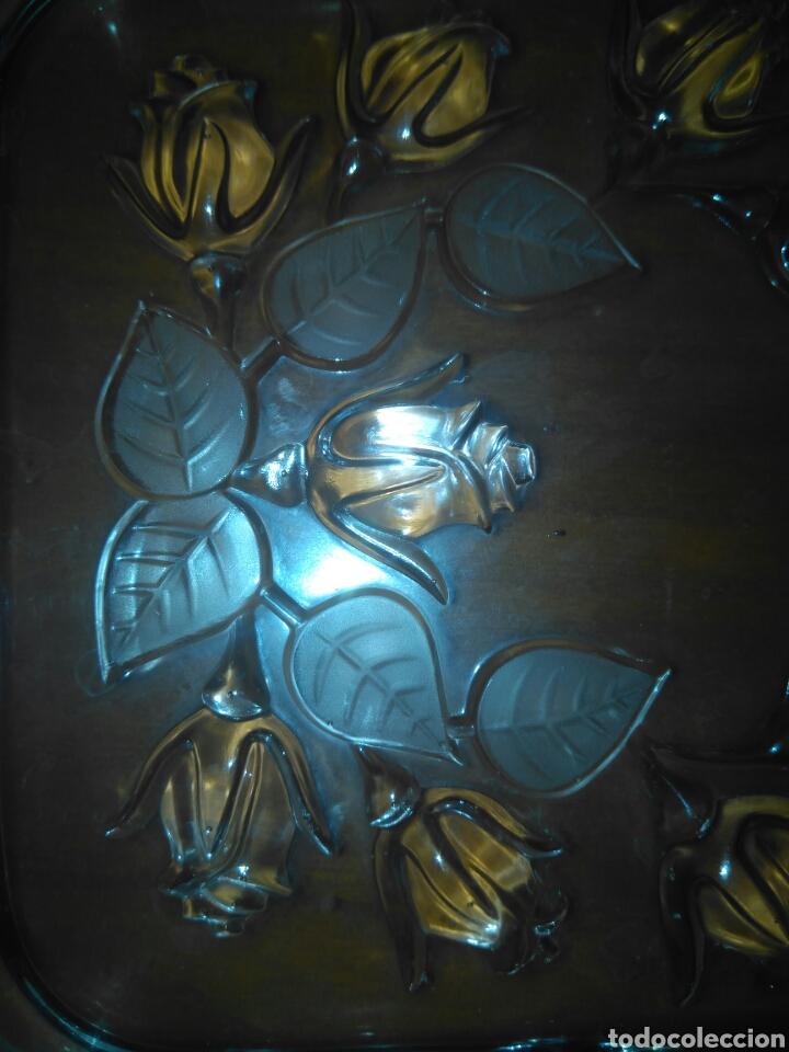 Antigüedades: PRECIOSA BANDEJA CRISTAL TALLADO FLORES EN RELIEVE AÑOS 30 35*15cm - Foto 2 - 153972326