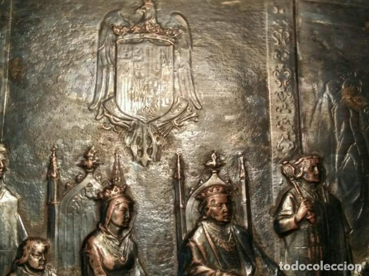 BANDEJA COBRE - COLON ANTE LOS REYES CATÓLICOS AL REGRESO DEL PRIMER VIAJE - CON SELLO (Antigüedades - Hogar y Decoración - Bandejas Antiguas)