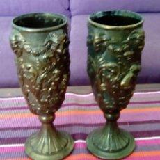 Antigüedades: PAREJA DE ESPECTACULARES COPAS DE GRAN TAMAÑO PELTRATO 90% (23 CMS ALTURA+7,5 BOCA+8,8 BASE). Lote 115896863