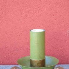 Antigüedades: PEQUEÑA LAMPARA DE SOBREMESA, HIERRO PINTADO, EN VERDE Y DORADO.. Lote 115903435