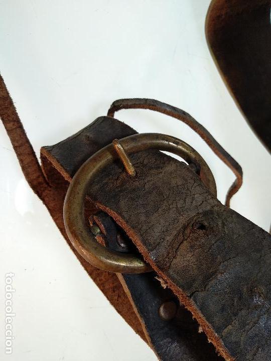 Antigüedades: ESPECTACULAR PAREJA DE ENORMES CAMPANAS DE BRONCE PARA GANADO - COLLARES DE CUERO - JOYAS - - Foto 5 - 115928651