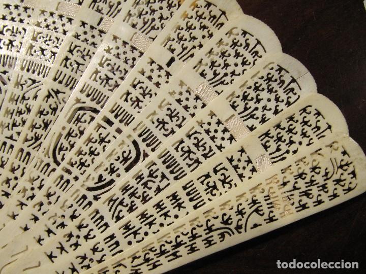 Antigüedades: ANTIGUO ABANICO ORIENTAL - VARILLAJE CALADO - MARFIL O HUESO - Foto 2 - 115934095