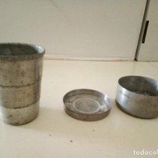 Antigüedades: VASO PLEGABLE ALUMINIO CON CAJITA. Lote 115978131