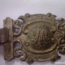 Antigüedades: ANTIGUO BROCHE PLATEADO CON INSCRIPCIONES MARIANAS DE CAPA PLUVIAL, MIDE 12CM. ORFEBRE VALENCIANO. Lote 115995691