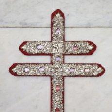 Antigüedades: RELICARIO METAL PLATEADO DE MANTOS DE CRISTOS Y VIRGENES DE SEVILLA. Lote 116068299