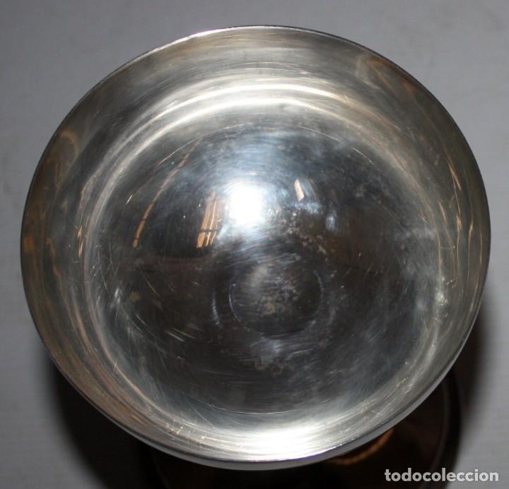 Antigüedades: CALIZ EN METAL PLATEADO DE PRINCIPIOS DEL SIGLO XX - Foto 2 - 116572006