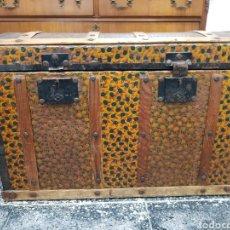 Antigüedades: BAÚL PRINCIPIOS 90 DE MADERA RECUBIERTO DE METAL. Lote 116109846