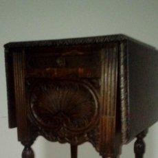 Antigüedades: MESILLA MADERA DE NOGAL S XIX. Lote 116120431