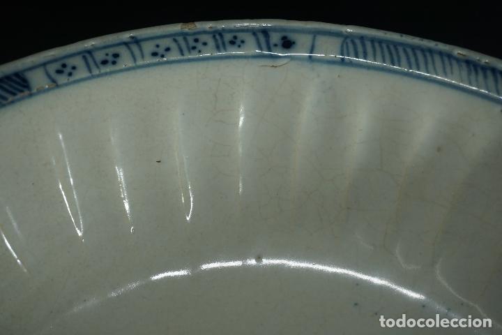 Antigüedades: GRAN FUENTE, PLATO. CERÁMICA TRIANA. SIGLO XVIII. - Foto 17 - 116161679