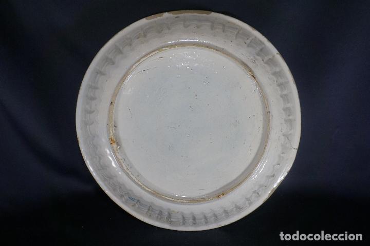 Antigüedades: GRAN FUENTE, PLATO. CERÁMICA TRIANA. SIGLO XVIII. - Foto 31 - 116161679