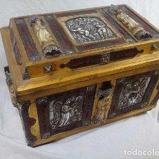 Antigüedades: ESPECTACULAR ARQUETA, ( PLATA REPUJADA, TALLAS EN HUESO, HERRAJES, ETC) PIEZA ÚNICA( 38.5X26X24 CM ). Lote 116186851