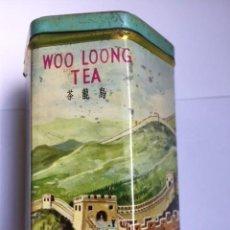 Antigüedades: WOO LOONG TEA CAJA HOJALATA AÑOS 60 DIBUJO MURALLA CHINA. Lote 116323875