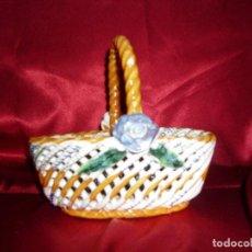 Antigüedades: CESTA CERAMICA TRENZADA MANISES. Lote 116383843