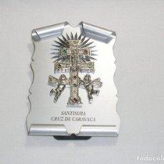 Antigüedades: SANTISIMA CRUZ DE CARAVACA EN METAL PLATEADO SOBRE BASE DE ALUMINIO.. Lote 116395855