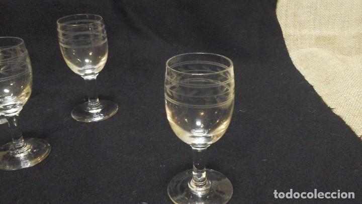 Antigüedades: Cuatro copas de jerez talladas .Finales Siglo XIX . - Foto 3 - 116395903