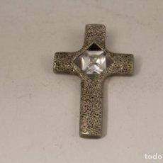 Antigüedades - colgante cruz plateada con piedra de cuarzo - 124627615