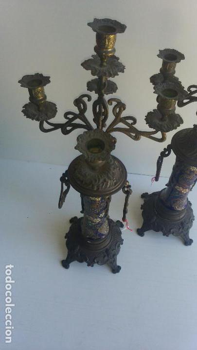 Antigüedades: PAREJA DE CANDELABROS DE BRONCE Y PORCELANA, SIGLO XIX - Foto 3 - 116415411