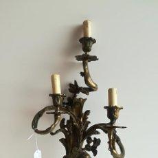 Antigüedades: APLIQUE DE BRONCE DORADO PARA TRES LUCES. Lote 116422239