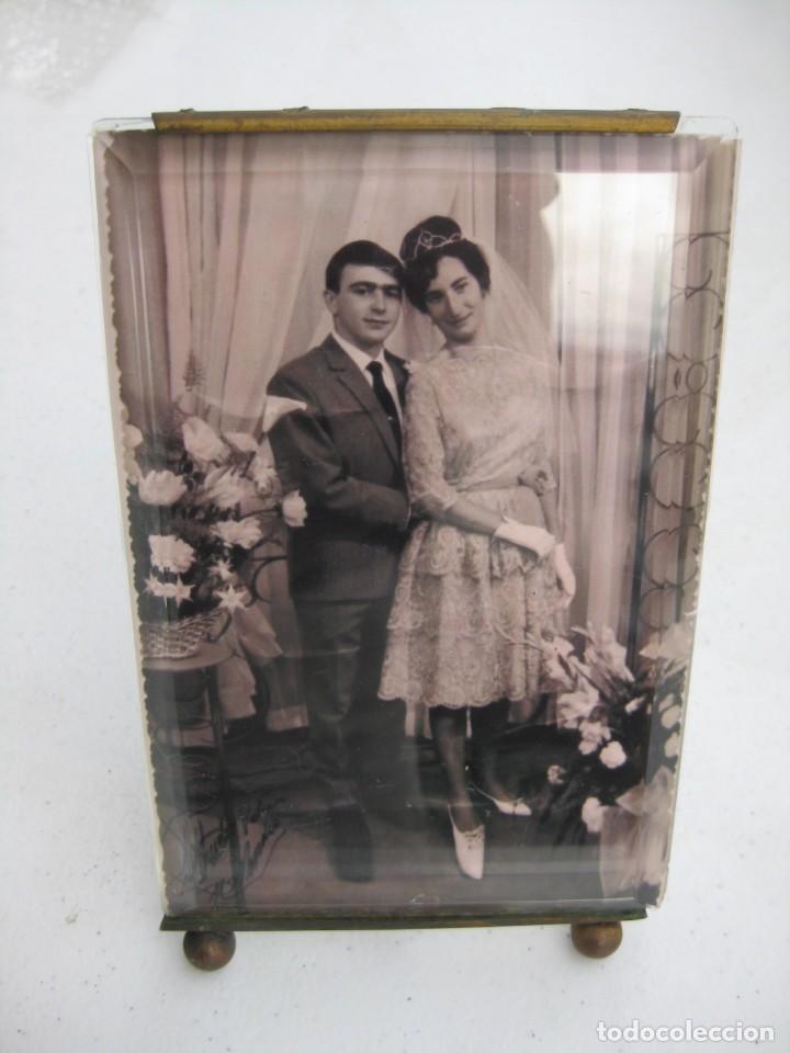 PORTAFOTO DE CRISTAL BISELADO 16,5 X 11 CMS CON PIE Y PARA COLGAR (Antigüedades - Hogar y Decoración - Portafotos Antiguos)