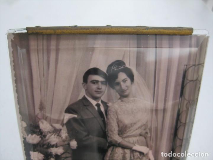 Antigüedades: PORTAFOTO DE CRISTAL BISELADO 16,5 X 11 CMS CON PIE Y PARA COLGAR - Foto 2 - 116519639
