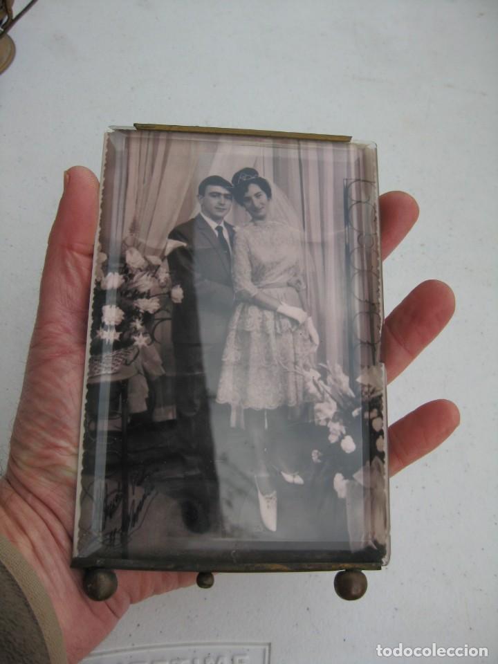 Antigüedades: PORTAFOTO DE CRISTAL BISELADO 16,5 X 11 CMS CON PIE Y PARA COLGAR - Foto 7 - 116519639