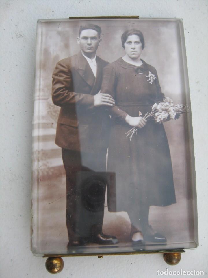 Antigüedades: PORTAFOTO DE CRISTAL BISELADO 16,5 X 11 CMS CON PIE Y PARA COLGAR - Foto 4 - 116519851