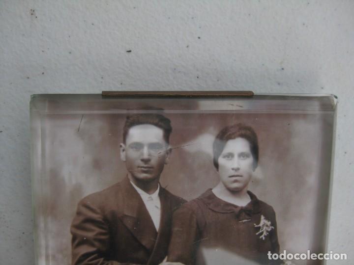Antigüedades: PORTAFOTO DE CRISTAL BISELADO 16,5 X 11 CMS CON PIE Y PARA COLGAR - Foto 8 - 116519851