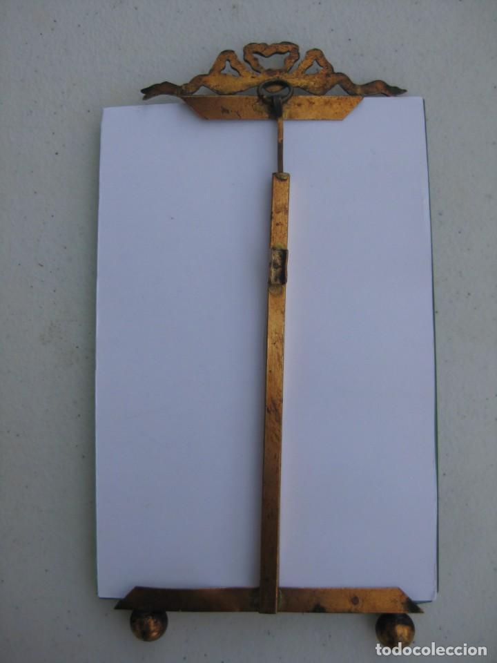 Antigüedades: PORTAFOTO DE CRISTAL BISELADO 16,5 X 11 CMS PARA COLGAR CON COPETE - Foto 4 - 116520027