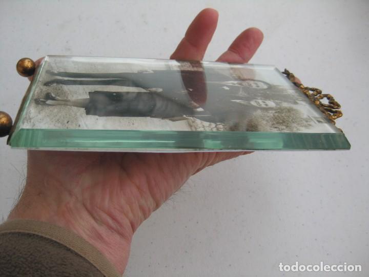Antigüedades: PORTAFOTO DE CRISTAL BISELADO 16,5 X 11 CMS PARA COLGAR CON COPETE - Foto 8 - 116520027