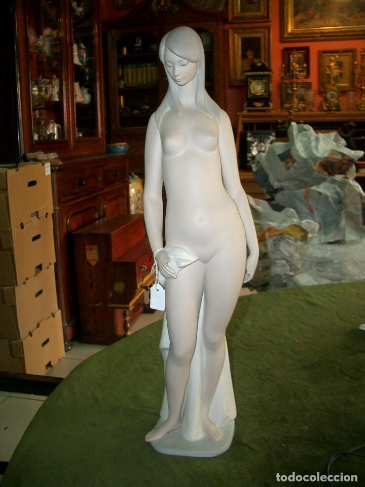 Porcelana Valenciana De La Marca Yadro España La Venus Desnuda