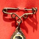 Antigüedades: PEQUEÑA MEDALLA ESCAPULARIO SAN JUAN BOSCO IMAGEN EN PORCELANA. Lote 57776560