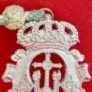 Antigüedades: MEDALLA METALICA Y CORDON DE LA HERMANDAD DE SANTA CRUZ DE PAYMOGO HUELVA. Lote 71576933