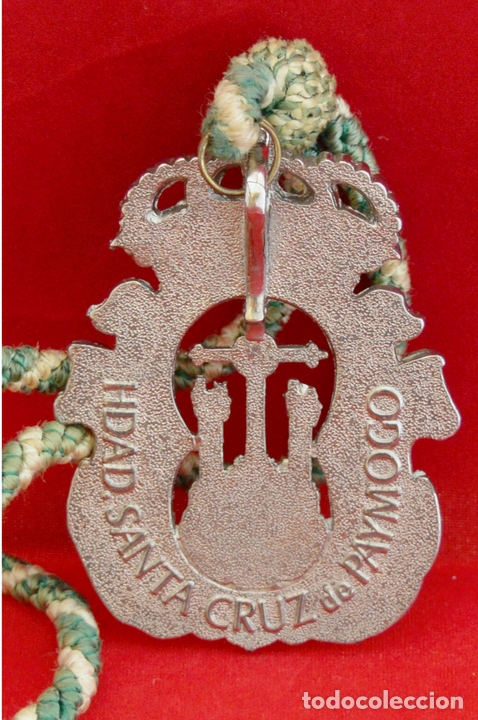 Antigüedades: MEDALLA METALICA Y CORDON DE LA HERMANDAD DE SANTA CRUZ DE PAYMOGO HUELVA - Foto 3 - 71576933