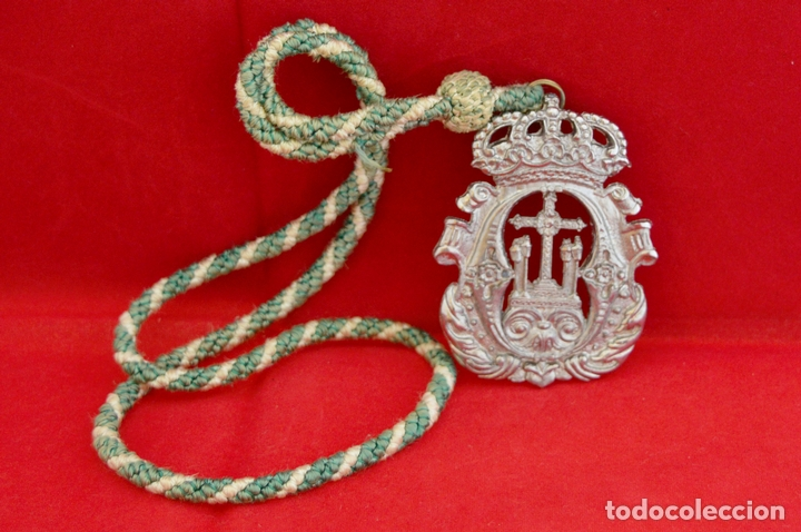 Antigüedades: MEDALLA METALICA Y CORDON DE LA HERMANDAD DE SANTA CRUZ DE PAYMOGO HUELVA - Foto 4 - 71576933