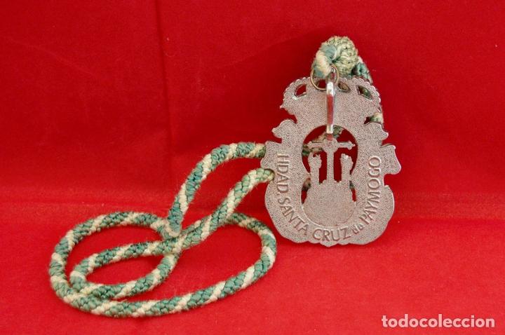 Antigüedades: MEDALLA METALICA Y CORDON DE LA HERMANDAD DE SANTA CRUZ DE PAYMOGO HUELVA - Foto 5 - 71576933