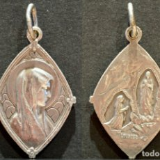 Antigüedades: PRECIOSA MEDALLA EN PLATA DE LA VIRGEN DE LOURDES . Lote 78217377