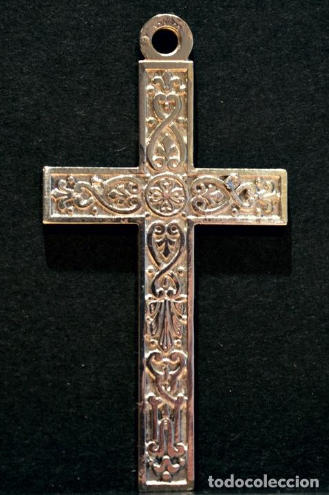 ANTIGUA CRUZ COLGANTE EN ALPACA FLOR DE LIS FRANCIA (Antigüedades - Religiosas - Cruces Antiguas)