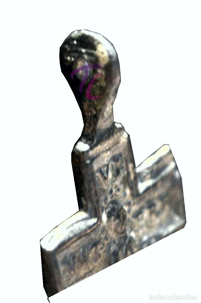 Antigüedades: ANTIGUA CRUZ COLGANTE EN BRONCE - Foto 4 - 114627963