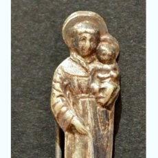 Antigüedades: SAN ANTONIO PEQUEÑO ESCAPULARIO METALICO INSIGNIA PIN DE AGUJA. Lote 57753406