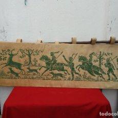 Antigüedades: TAPIZ DE COLGAR CON BARRA. Lote 116591875