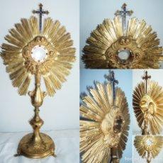 Antigüedades: ANTIGUA ENORME CUSTODIA OSTENSORIO SAGRARIO RELIGIOSO CRUZ ESMALTE ALTO 75CM Y 2,13KG ANGELES PIEDRA. Lote 116644636