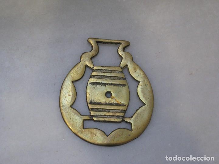 Antigüedades: 3 placas antiguas de bronce para correaje de caballo - Foto 3 - 116675483