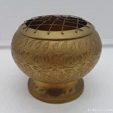 Antigüedades: MARAVILLOSO BRASERO ANTIGUO DE LATÓN HECHO EN LA INDIA CON GRAVADOS FLORALES A MANO.. Lote 116676047