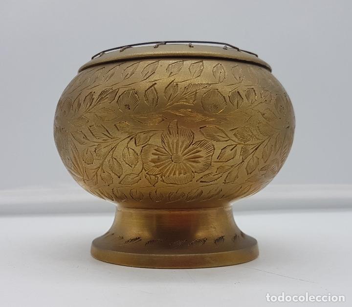 Antigüedades: Maravilloso brasero antiguo de latón hecho en la India con gravados florales a mano. - Foto 2 - 116676047