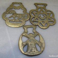 Antigüedades: 3 PLACAS ANTIGUAS DE BRONCE PARA CORREAJE DE CABALLO. Lote 116676387