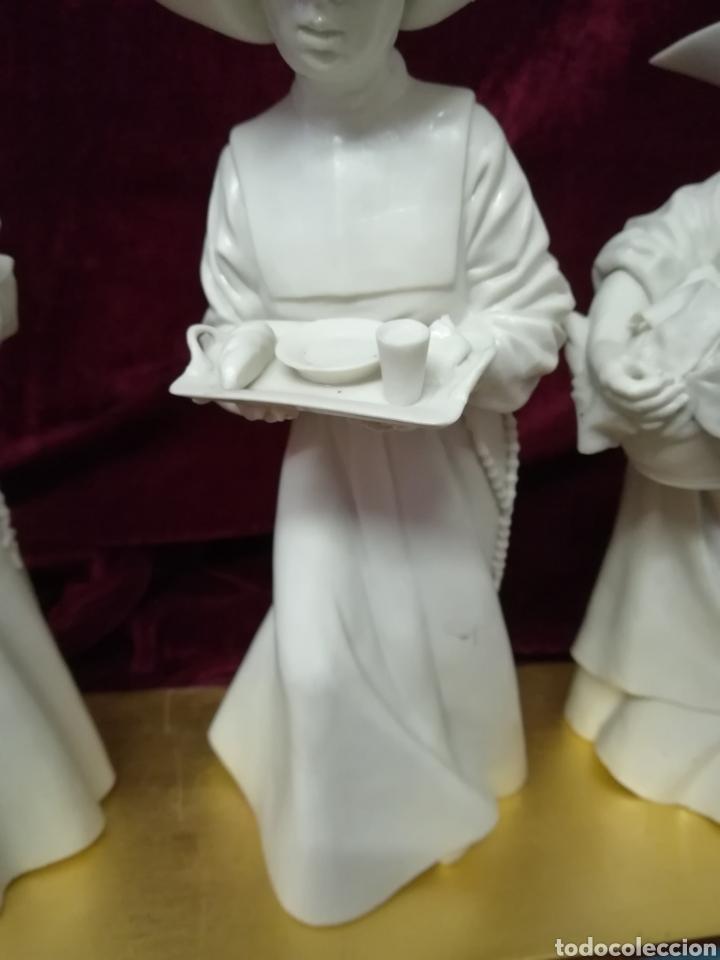 Antigüedades: Colección 4 monjas porcelana algora con peana original - Foto 3 - 116683972
