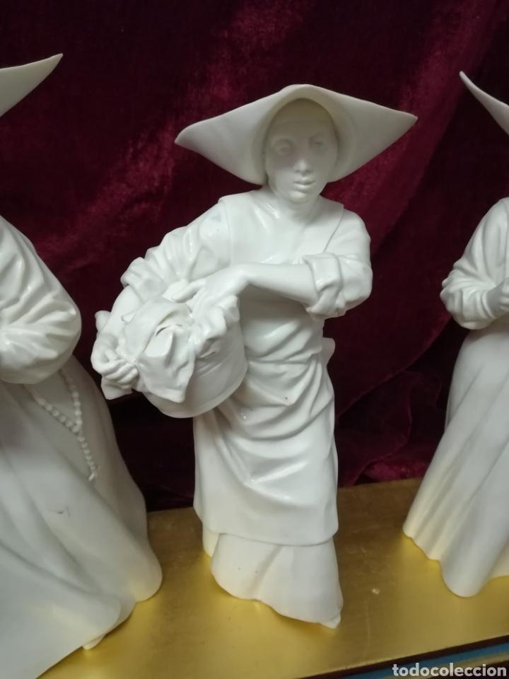Antigüedades: Colección 4 monjas porcelana algora con peana original - Foto 5 - 116683972