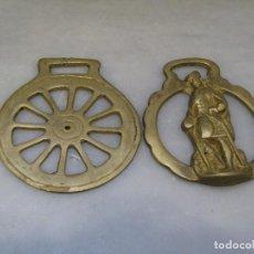 Antigüedades: 2 PLACAS ANTIGUAS DE BRONCE PARA CORREAJE DE CABALLO. Lote 116684207