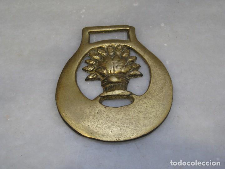 Antigüedades: 3 placas antiguas de bronce para correaje de caballo - Foto 3 - 116684335