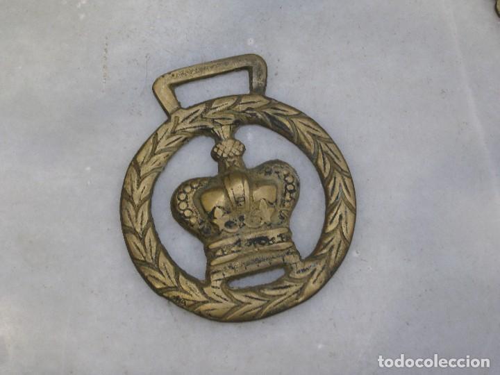 Antigüedades: 3 placas antiguas de bronce para correaje de caballo - Foto 3 - 116685375